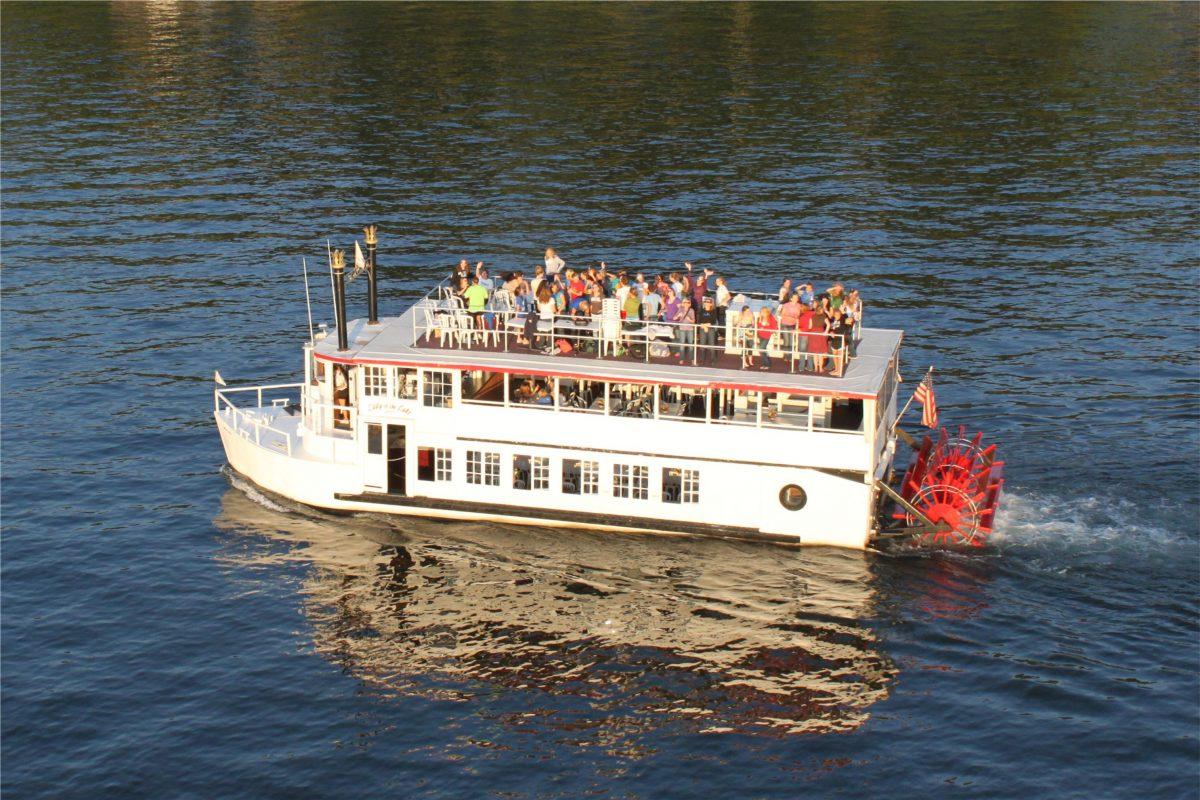 Passengers Lady of the Lake 2009 waving
