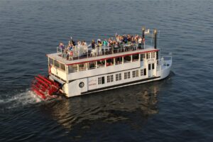 Lady of the Lake loadedwith passengers